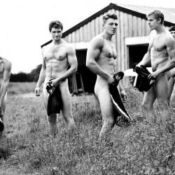 Спортисти срещу хомофобията в гол календар