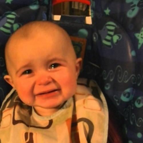Уникално видео със сладко бебе