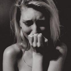 Да плачем ли пред децата, или да крием сълзите си?