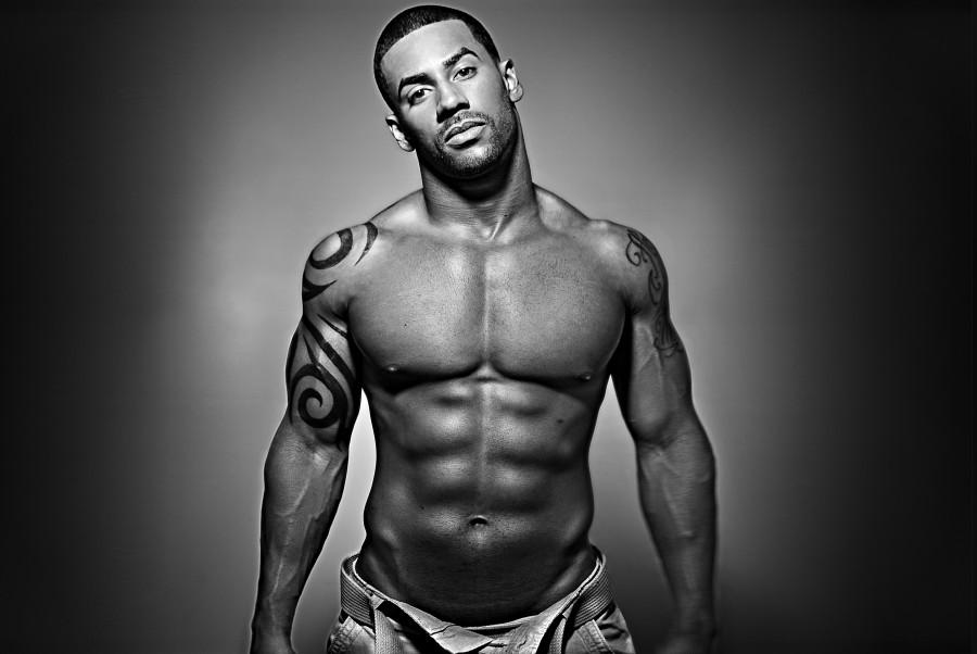 Men-Tattoo-designs-black-six-pack-900x602