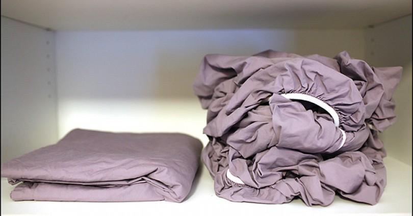 Как да сгънем чаршаф с ластик