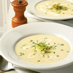 Крем супа с картофи, пушена сьомга и праз