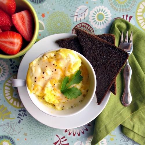 Бърза закуска с яйца на микровълнова фурна за 2 минути