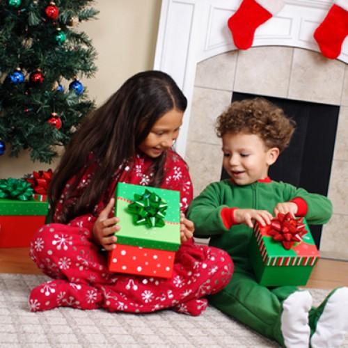 Детски подаръци за Коледа – зарадвайте своето дете