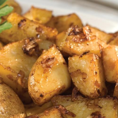 Печени картофи с лук в гювеч