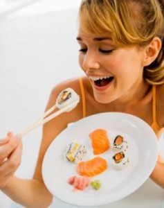 pregnant-woman-eating-sushi