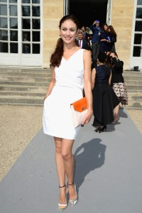 Olga-Kurylenko-Christian-Dior-Spring-2014-Front-Row-600x900