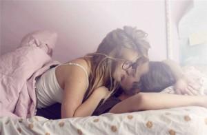 wallpaper-love-kiss-couple-to-the-desktop