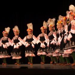 """""""Здрав дух в здраво тяло"""" с помощта на народните танци"""