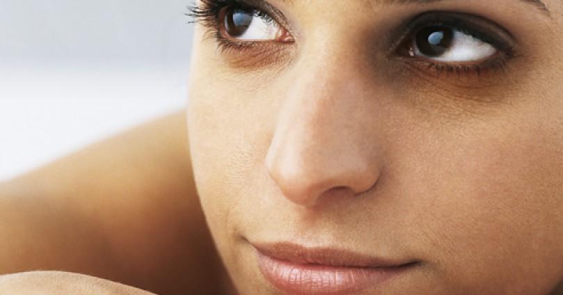Тъмните кръгове около очите – как да се отървем от тях