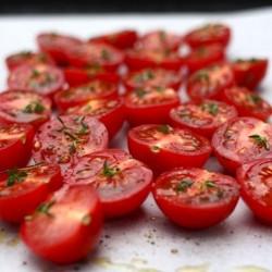 Как лесно и бързо да режем чери домати