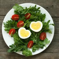 Вкусна изненада за Свети Валентин – варени яйца-сърчица