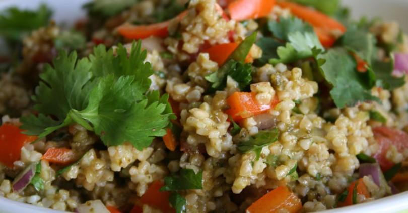 Лесна рецепта за салата с булгур